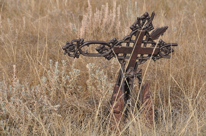 cross-at-crowfoots-cemetery
