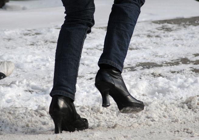 high-heels-in-snow