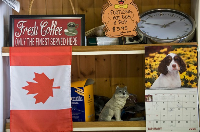 canada-flag-in-cafe