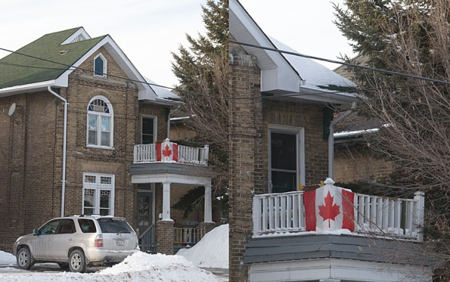 canada-flag-on-house1
