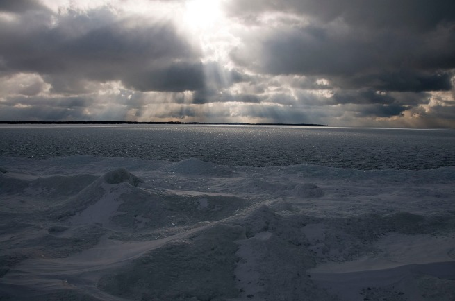 ice-piles-on-lake-ontario