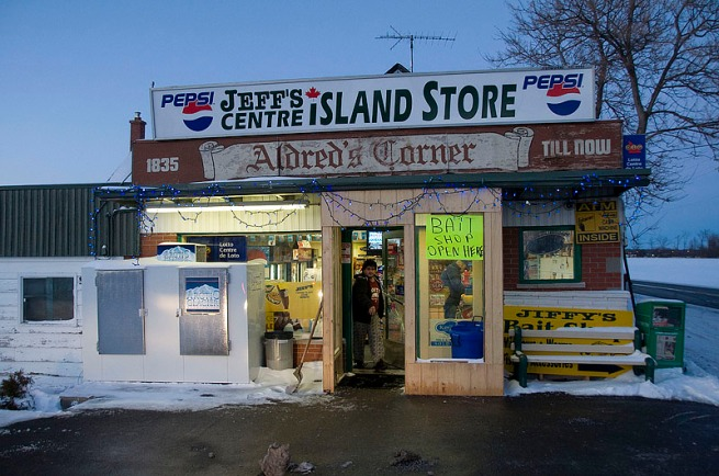 jeffs-centre-island-store-near-point-perry