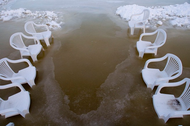 lawn-chairs-in-ice