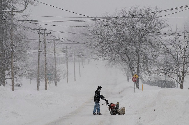 snow-blower-on-street