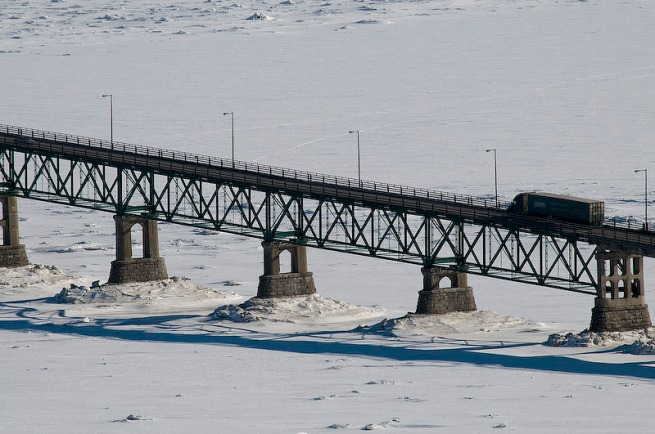 bridge-crossing-st-lawrence-river