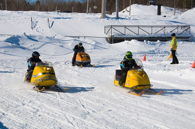 chicoutimi-snowmobile-races1