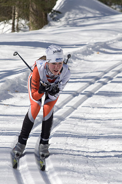 cross-country-skiing-girl