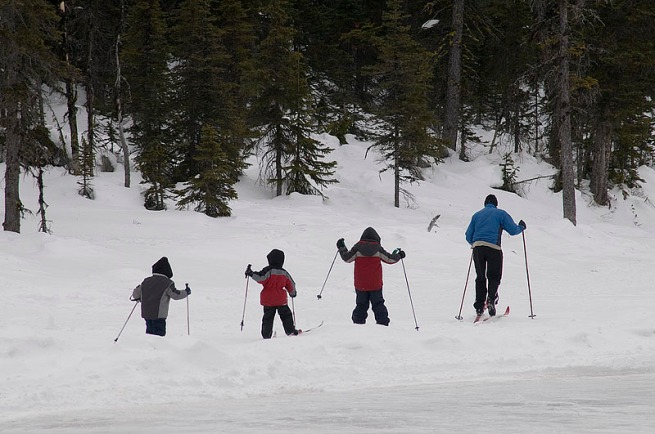 cross-country-skiing-with-kids