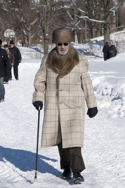 gentleman-walking-in-quebec-city