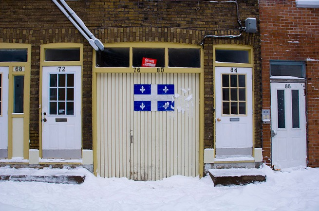 quebec-flag-on-garage-door