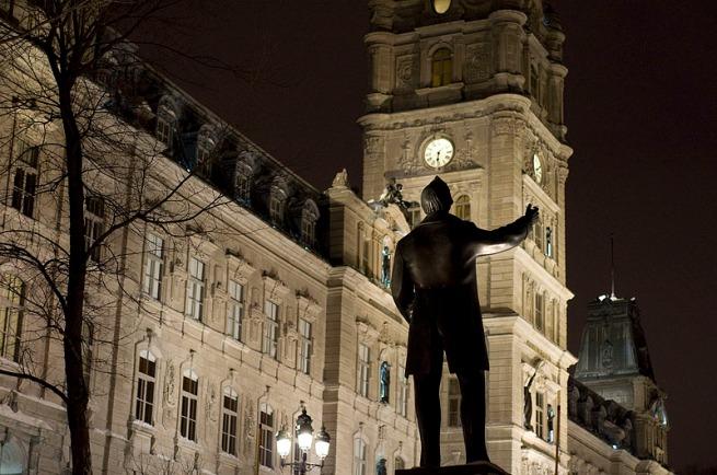 quebec-parliament-at-night
