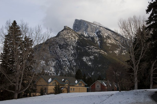 rundle-with-house
