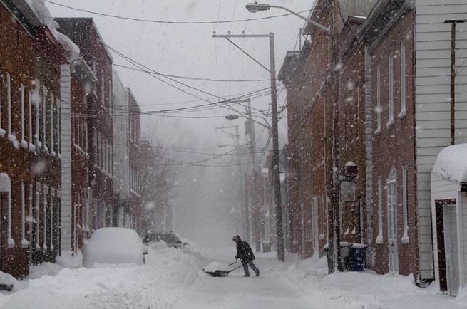 shovelling-in-quebec-city