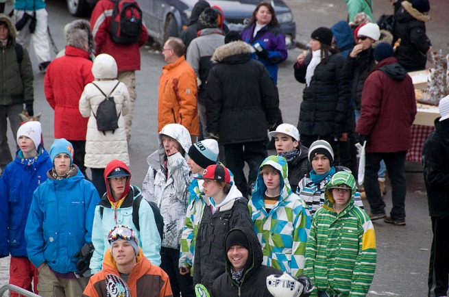 snow-board-crowd