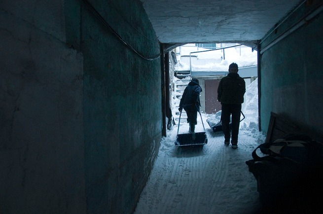 snow-shoveling-through-the-tunnel