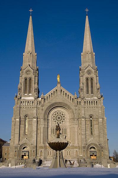 st-anne-de-beaupre-basilica-exterior