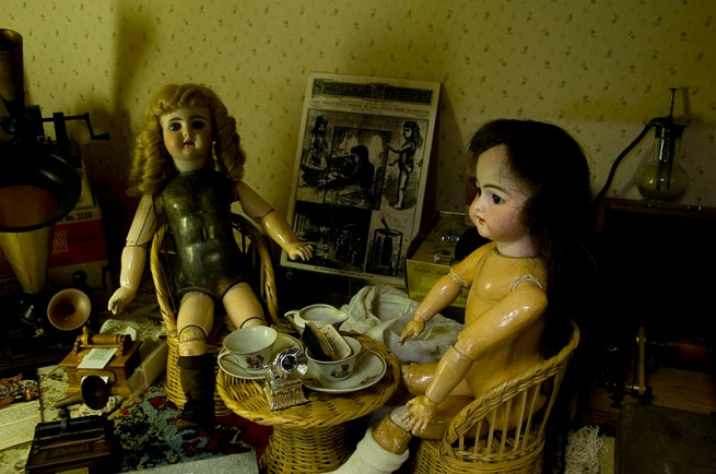 talking-dolls-in-phonograph-museum