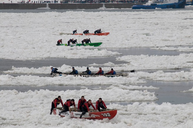 4-teams-in-a-line-ice-canoe