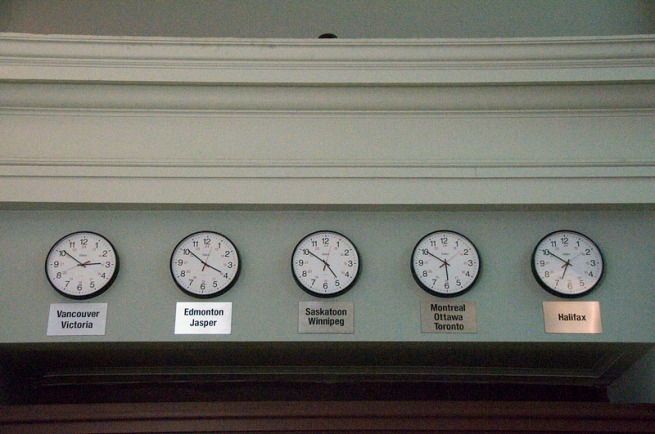 clocks-in-via-rail-station