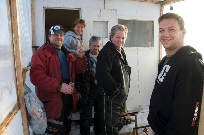 ice-fishing-team