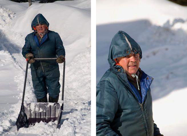 oldtimer-shovelling-snow-lanse-du-saguenay