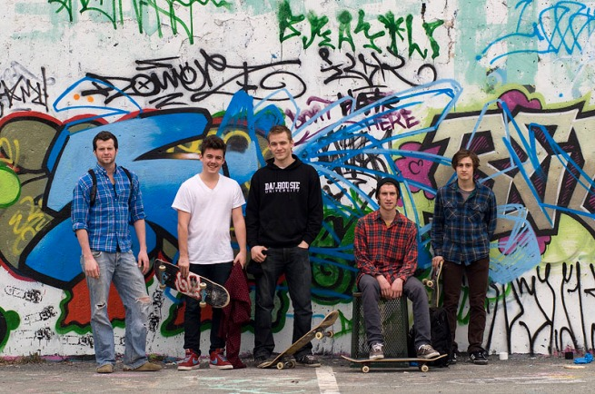 skaters-at-the-pit