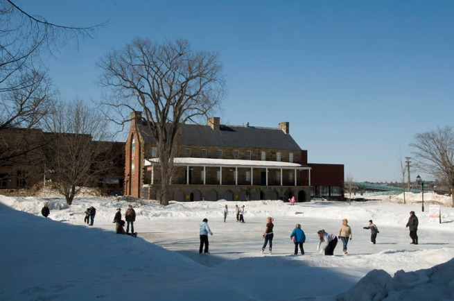 skating-outdoors-in-fredericton