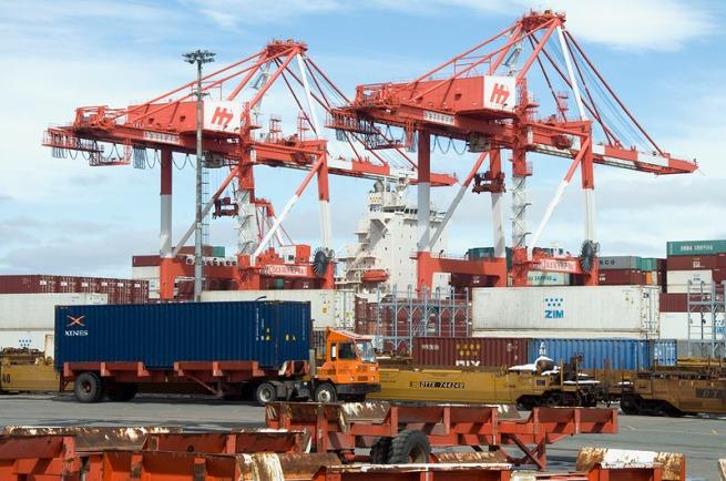 unloading-cargo-ship2