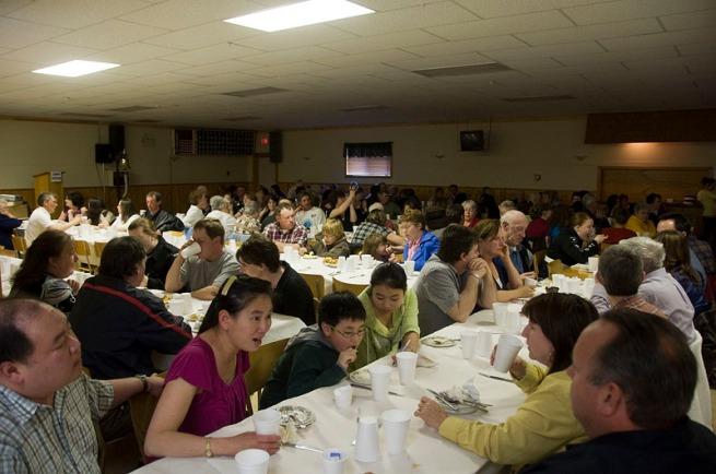 cadet-dinner-crowd
