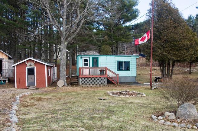 canadian-flag-with-shacks