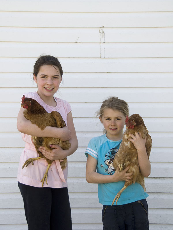 girls-with-hens