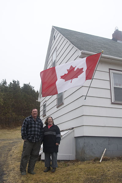 glen-margret-canadian-flag-frank-and-lynn