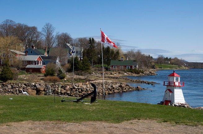 granvill-ferry-canadian-flag-and-lighthouse