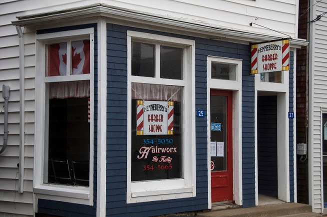 hennerberrys-canadian-flag-barber-shop-liverpool