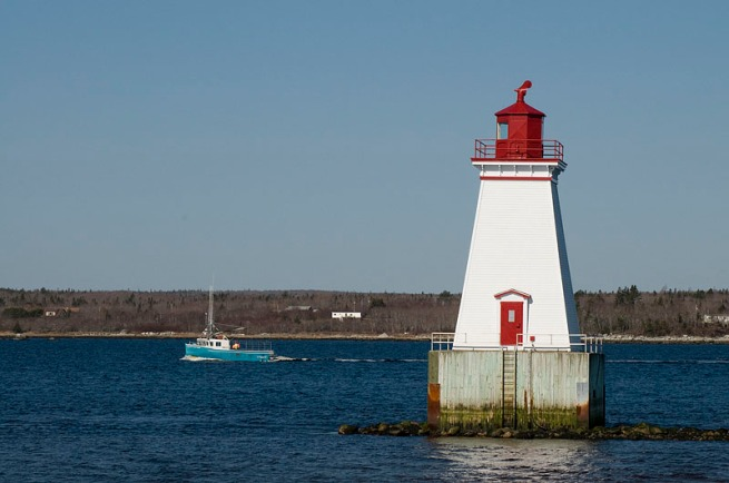 lobster-boat-with-sandy-point-lighthouse-2
