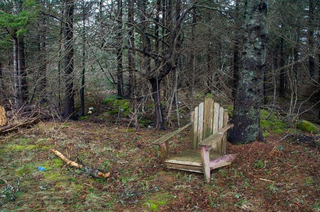 lone-lawn-chair