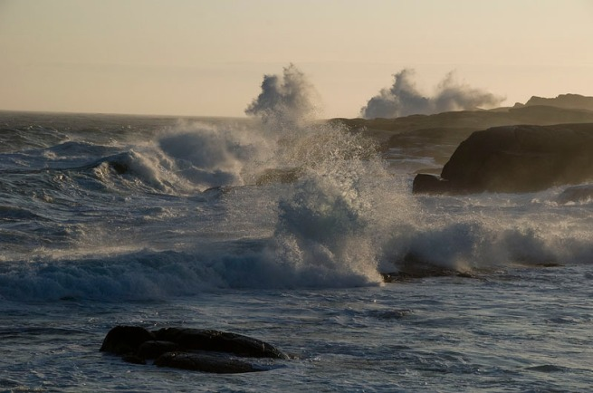 peggys-cove-waves-4