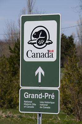 grand-pre-sign