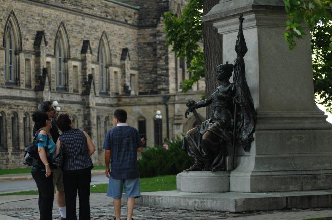 viewing statues art par hill